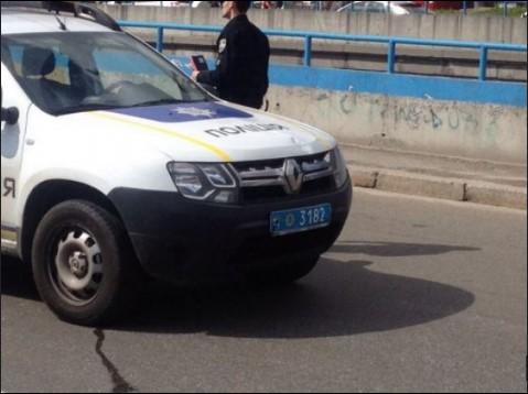 В столице патрульный автомобиль Renault Duster совершил наезд на женщину 2