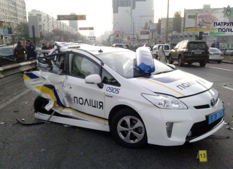 Кто ремонтирует разбитые автомобили патрульной полиции 2