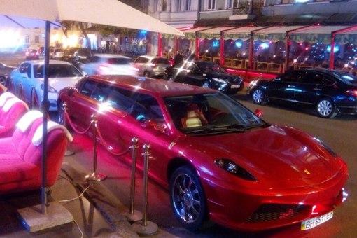 В Украине засветился уже второй по счету лимузин Ferrari 2