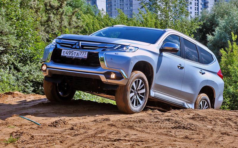 «Проверка бездорожьем»: тест-драйв нового Mitsubishi Pajero 2