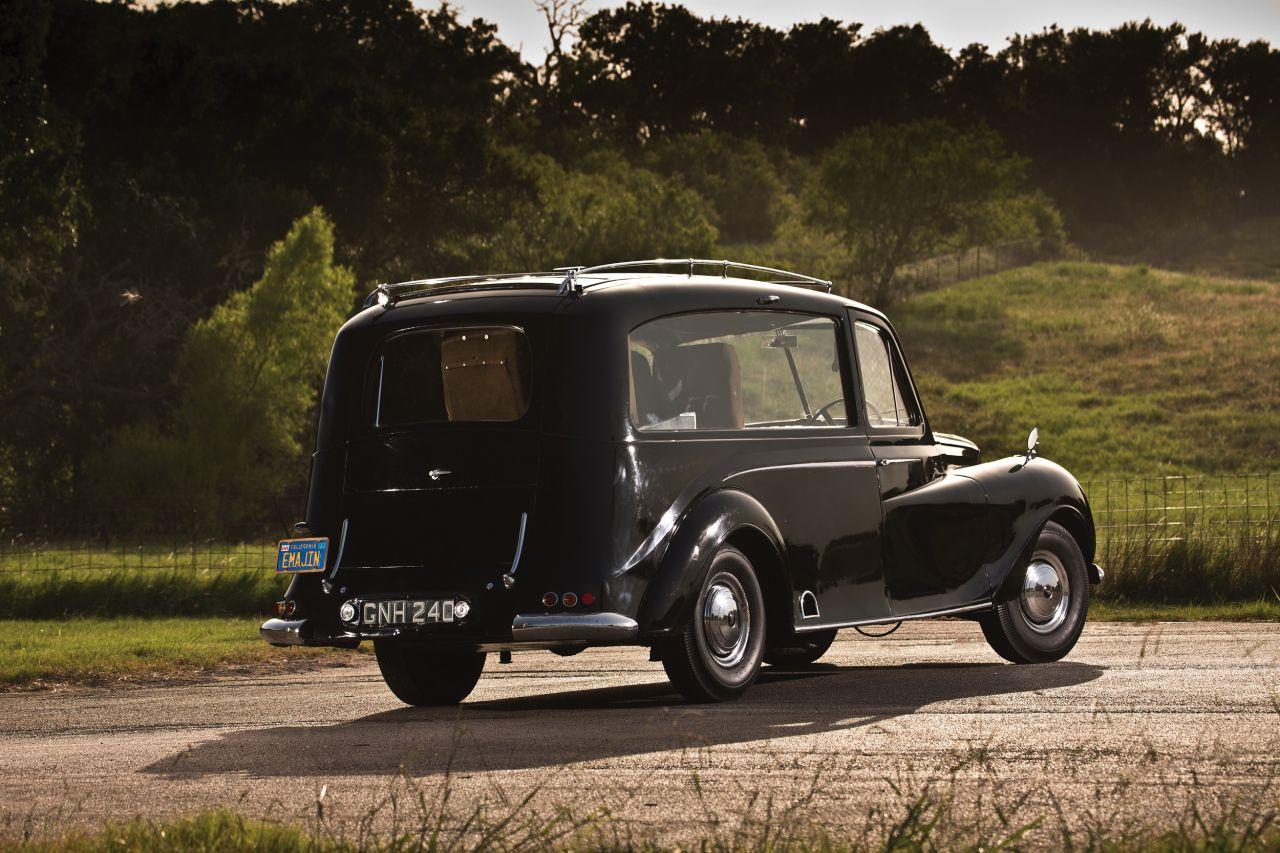 На аукцион выставили раритетный лимузин, принадлежавший Джону Леннону 2
