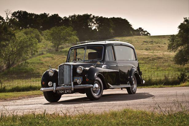 На аукцион выставили раритетный лимузин, принадлежавший Джону Леннону 1