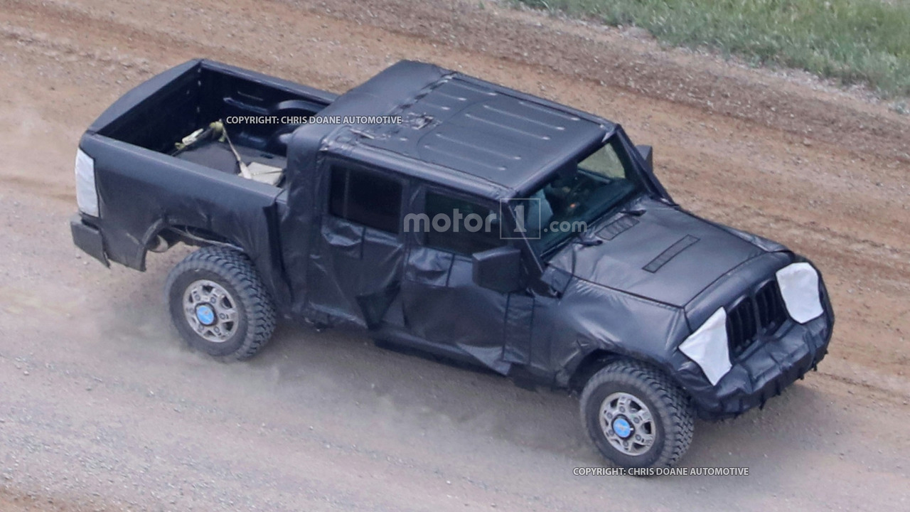 Фотошпионы «поймали» пикап Jeep Wrangler 1
