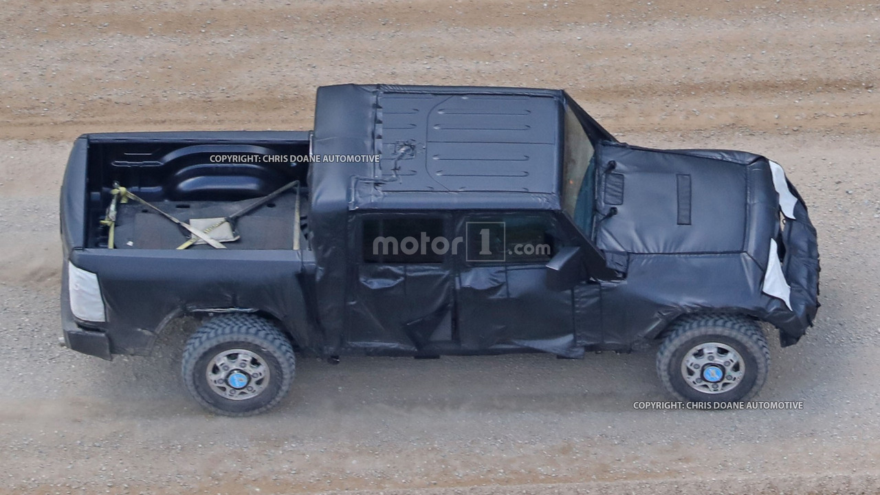 Фотошпионы «поймали» пикап Jeep Wrangler 2
