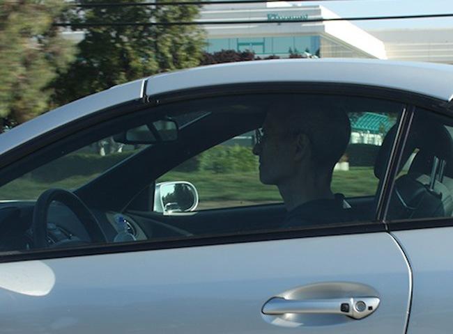 Автофакт: Стив Джобс законно ездил на автомобиле без номеров 2