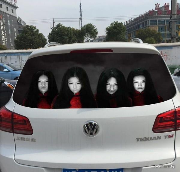 Автомобилисты борются с «любителями дальнего света», пугая наклейками 1