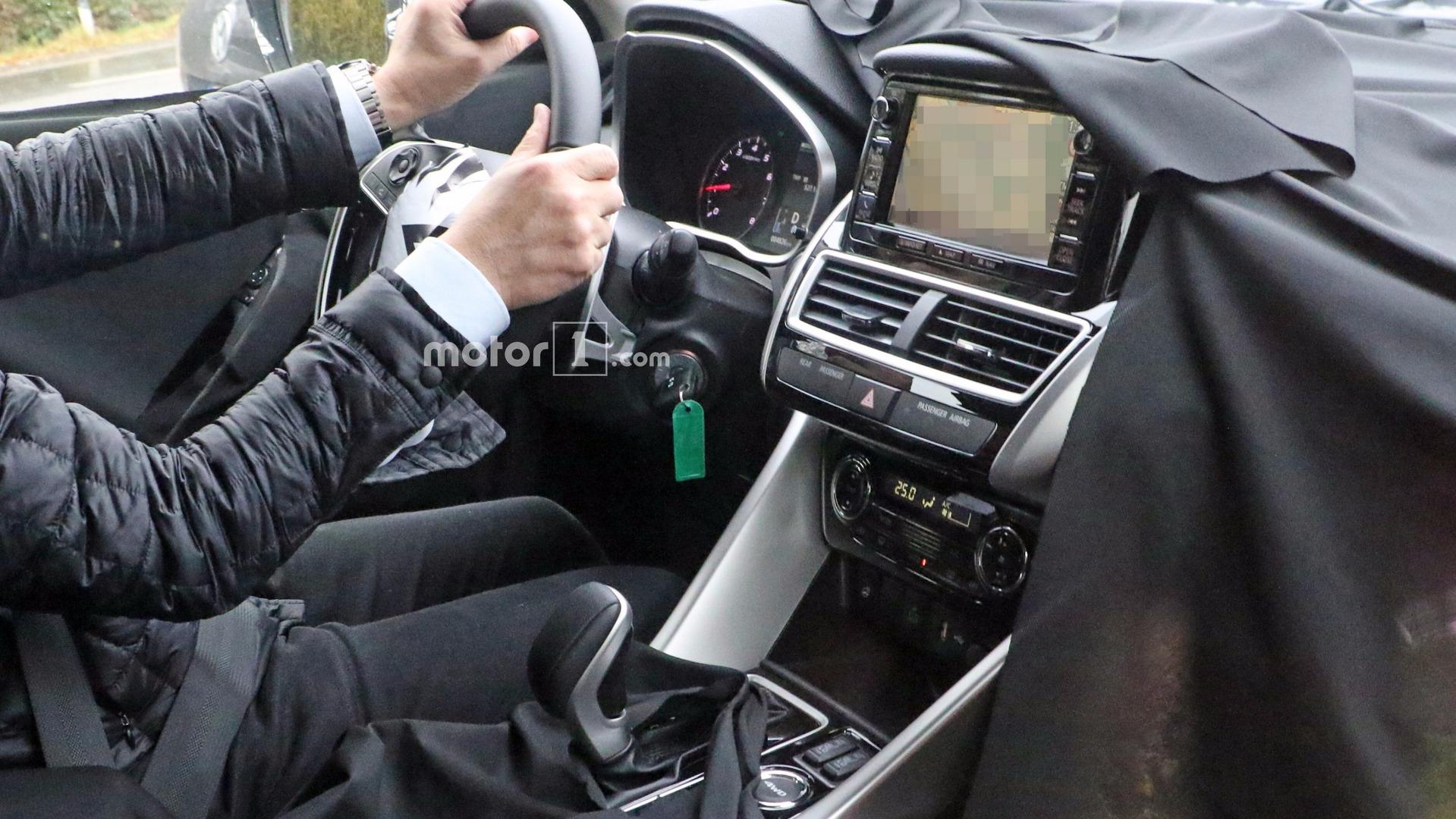 Mitsubishi вывела на тесты неизвестный кроссовер 4