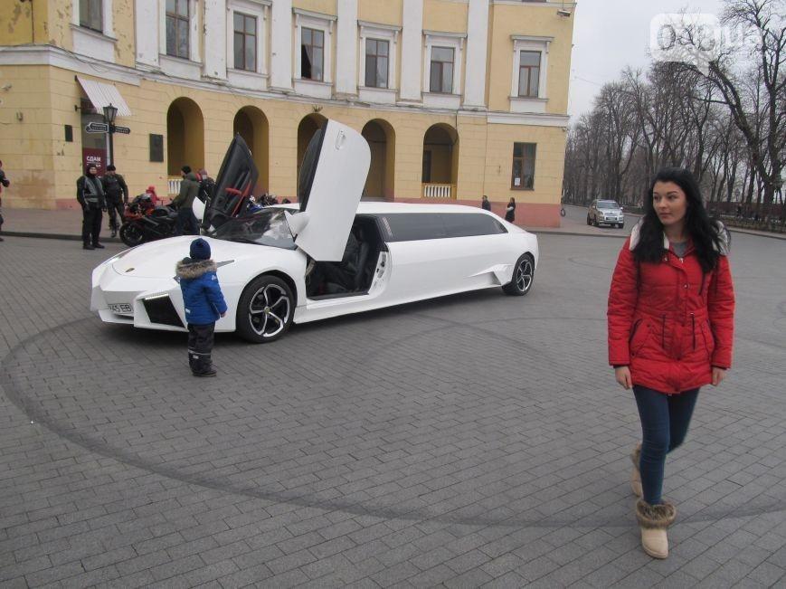 Необычный лимузин «шокирует» украинцев 1