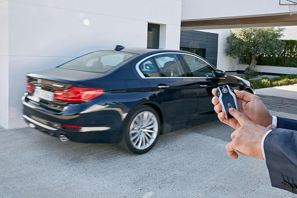 «Седьмое поколение пятерки»: тест-драйв BMW G30 4