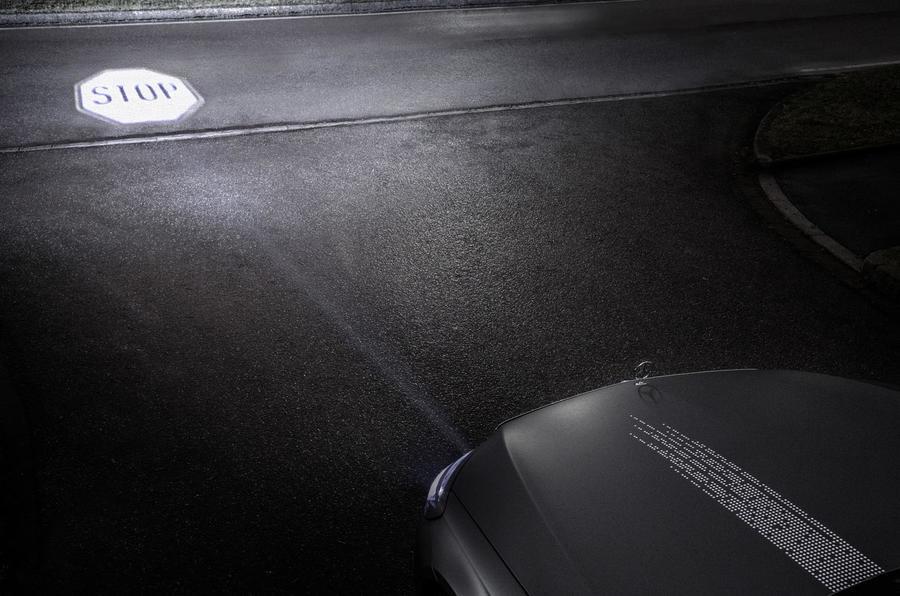 Инновации от Mercedes: подсказки навигатора высветят фары 6