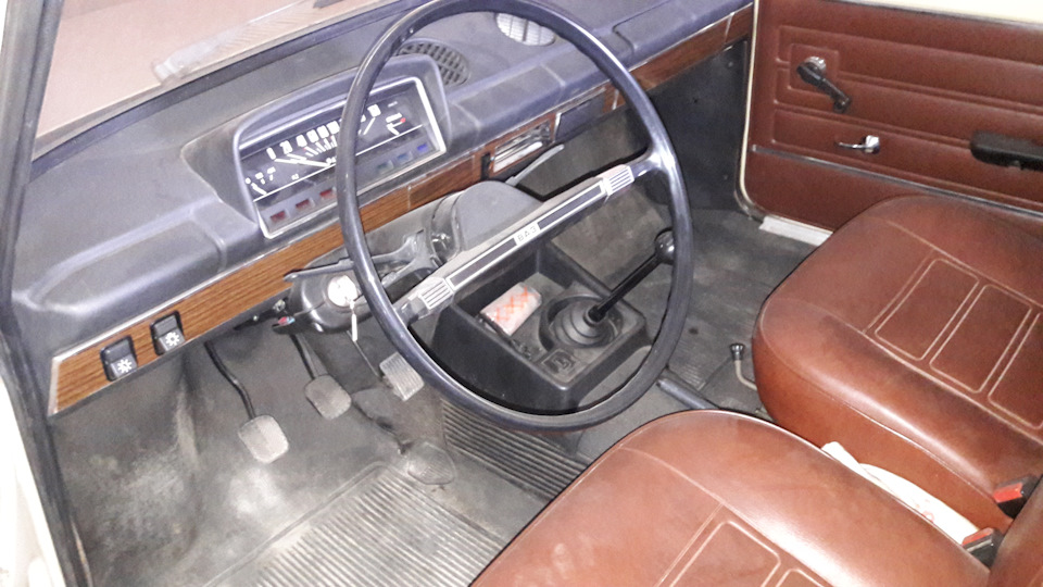 В украинском гараже нашли почти новую «копейку» 1983 года выпуска 4