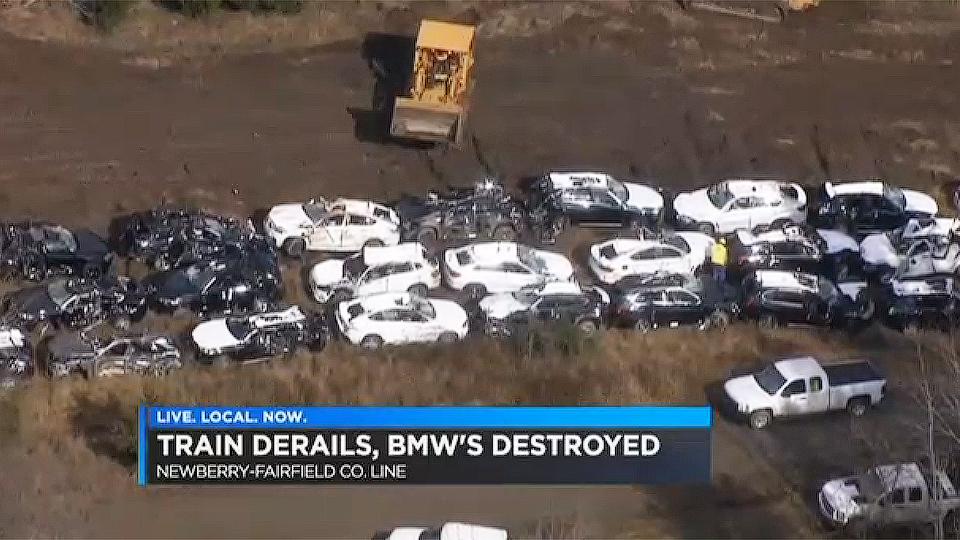 120 кроссоверов BMW оказались «похоронены на рельсах» 1