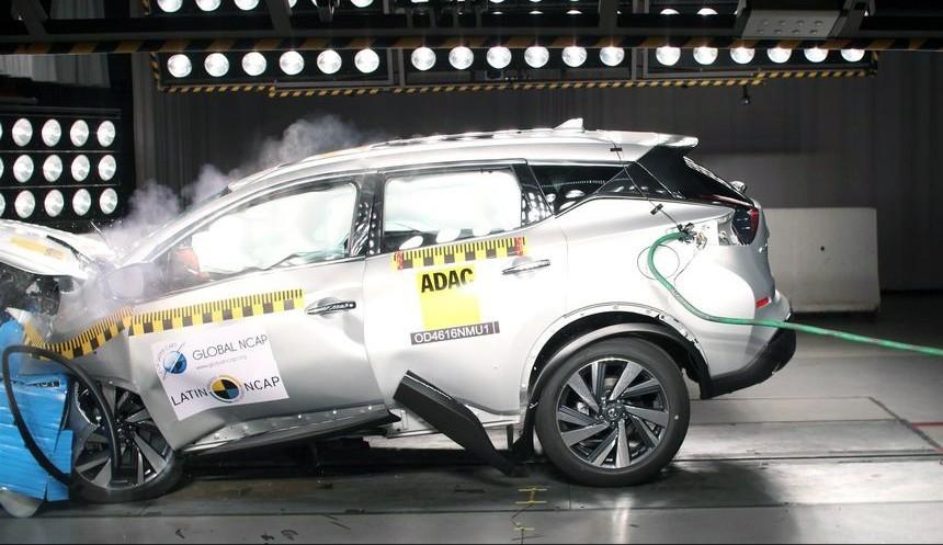 Какая из моделей Nissan провалила краш-тест 1