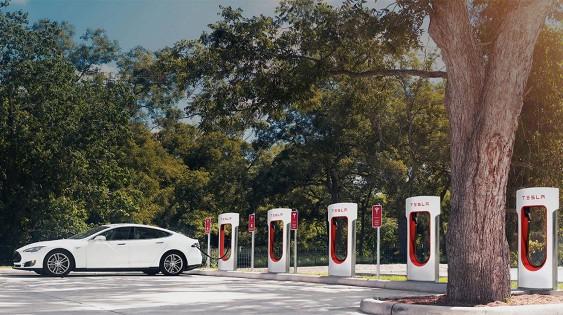 Компания Tesla будет штрафовать собственных клиентов 1