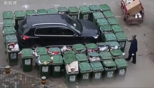 Месть разгневанного мусорщика хозяину внедорожника 1