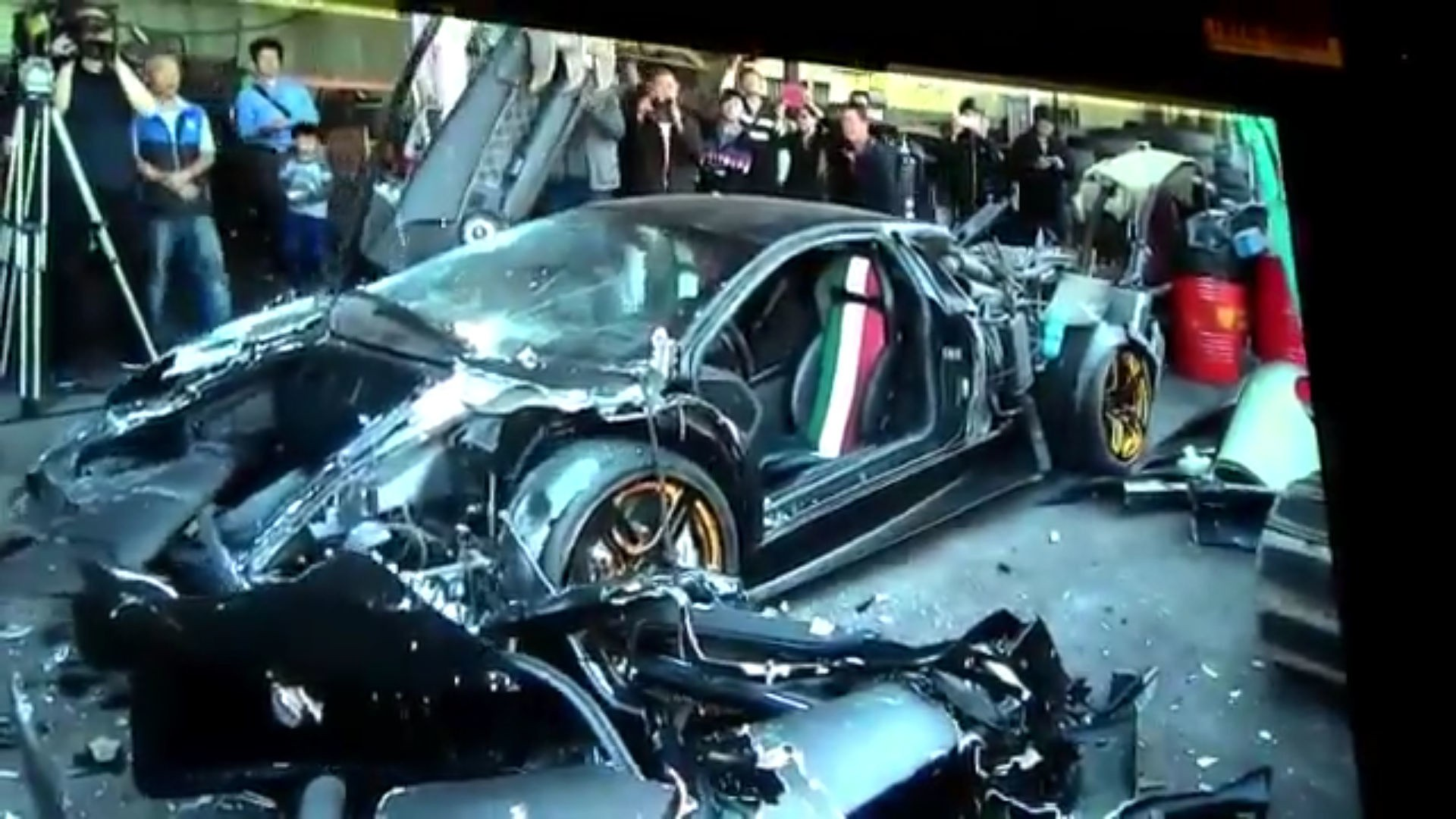 «Показательное» уничтожение Lamborghini 1