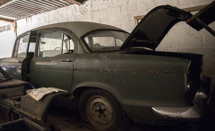 5 эксклюзивных авто нашли в «доме-призраке» 3