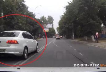 Одиозный водитель VW Passat игнорирует ПДД 1