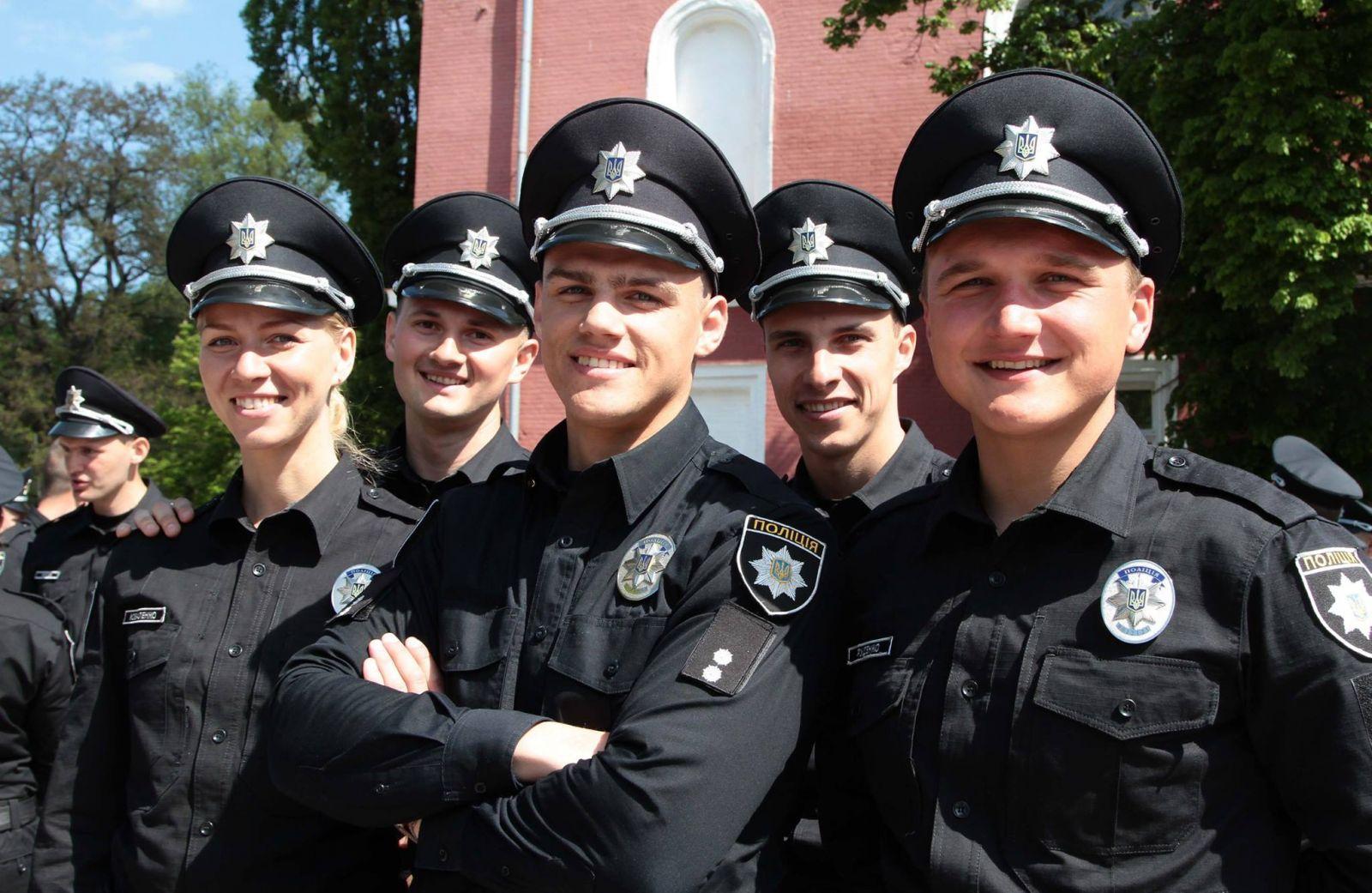Полицейские в некоторых областях вне работы подрабатывают таксистами 1