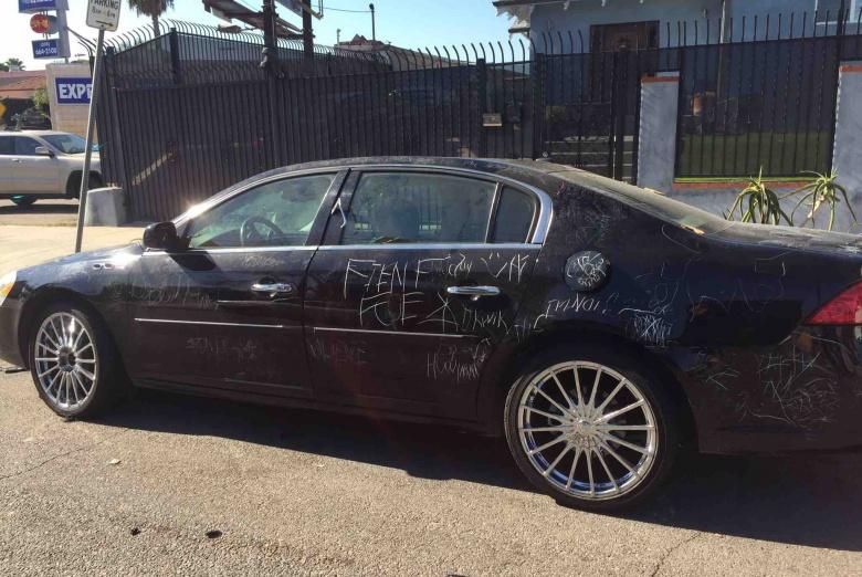 Зачем леди поцарапала чужой Buick, проколола шины и отгрызла «выхлопную» 2