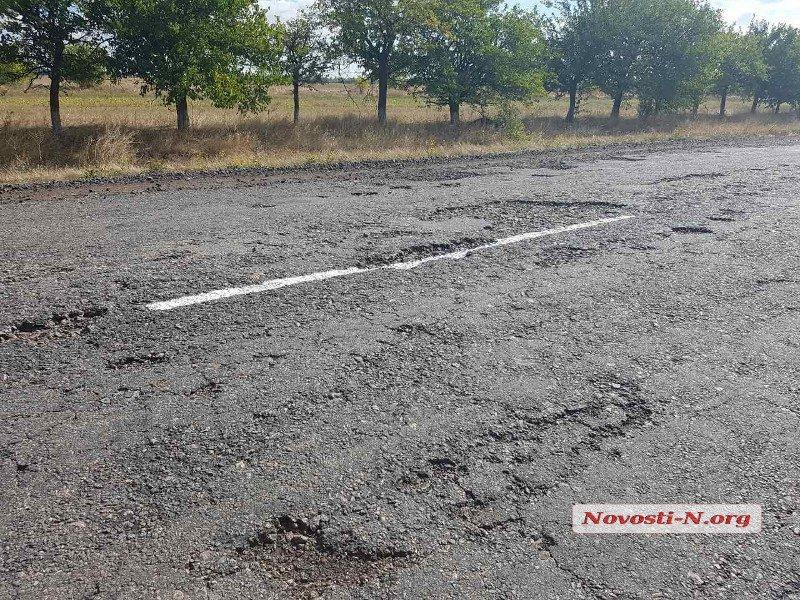 В Украине продолжают наносить разметку поверх ям 3