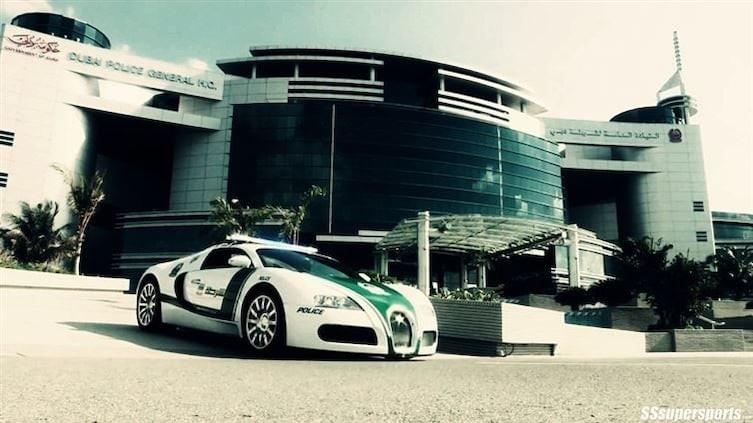 Копы за рулем Bugatti, а такси - суперкар 1