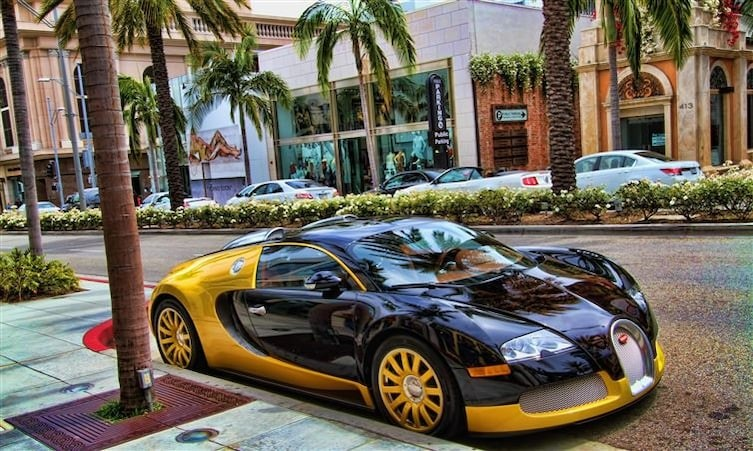 Копы за рулем Bugatti, а такси - суперкар 2