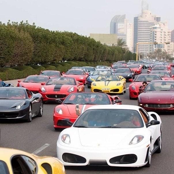 Копы за рулем Bugatti, а такси - суперкар 4