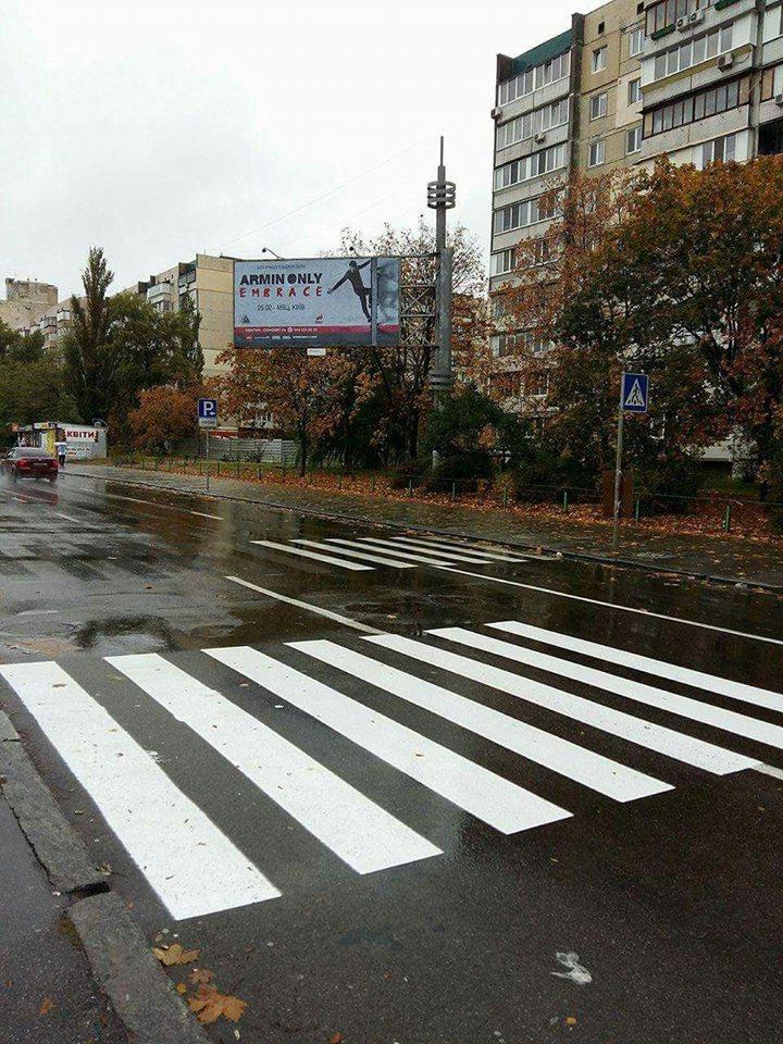 Украинцы не знают как переходить по «новой зебре» 1