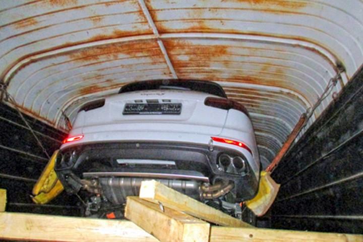 Угнанные в ЕС Porsche нашли в вагоне с мешками 2