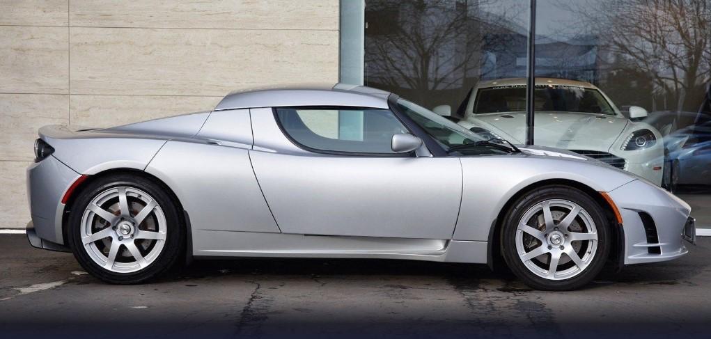 Модель Tesla выставили на аукцион за $1 млн 2