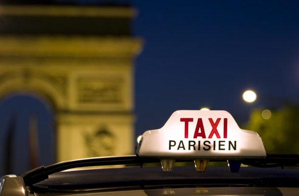 Французские власти решили помочь таксистам в борьбе с Uber 1
