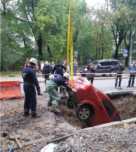 Chevrolet Aveo, который трое суток пролежал в яме, спасен 2