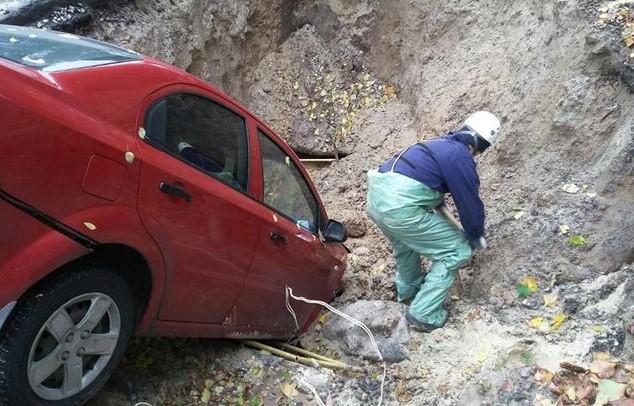 Chevrolet Aveo, который трое суток пролежал в яме, спасен 3