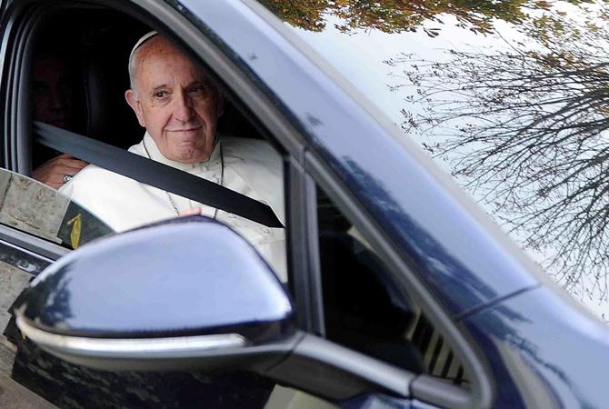 За сколько были проданы автомобили Папы Римского 1