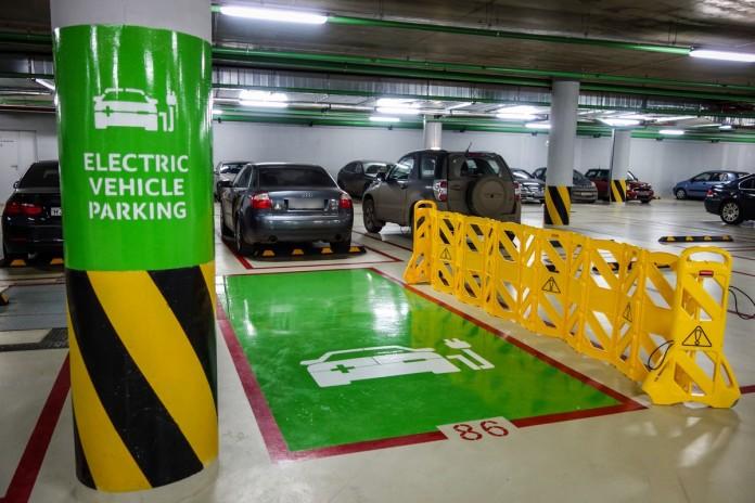 В Украине появятся специальные парковки для электромобилей 1