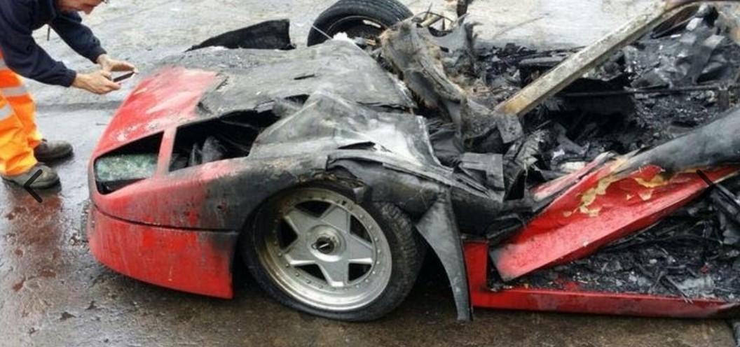 Уникальный Ferrari сгорел на тест-драйве 2