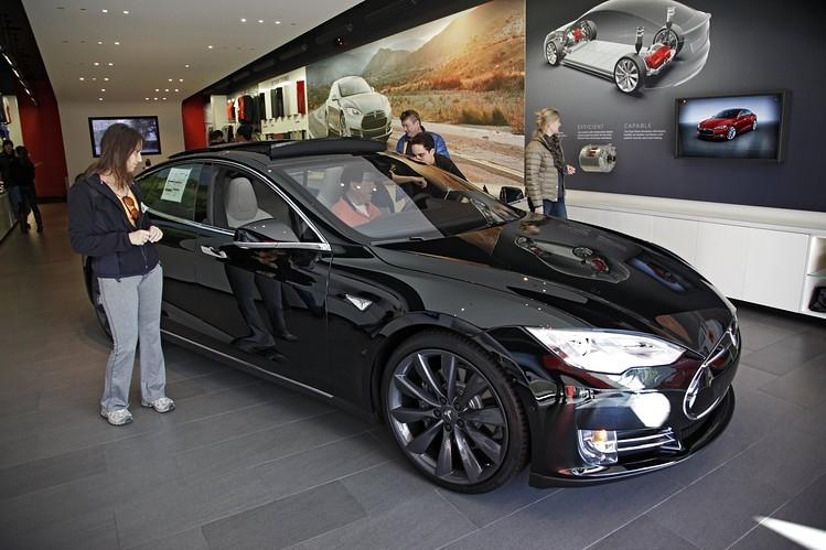 Автолюбители будут судиться за медлительность Tesla Model S 1