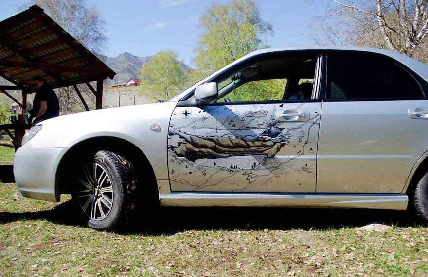 Автовладелец сделал из вмятин на кузове авто произведение искусства 4
