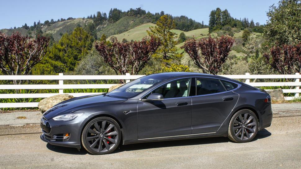 На Tesla массово подают в суд 1