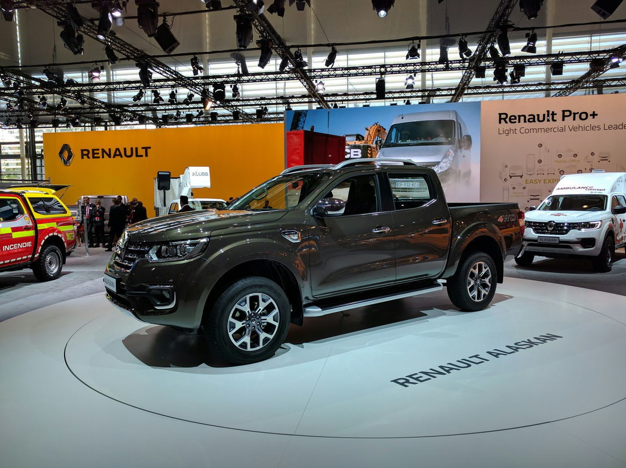 Renault презентовал серийный пикап Alaskan 1