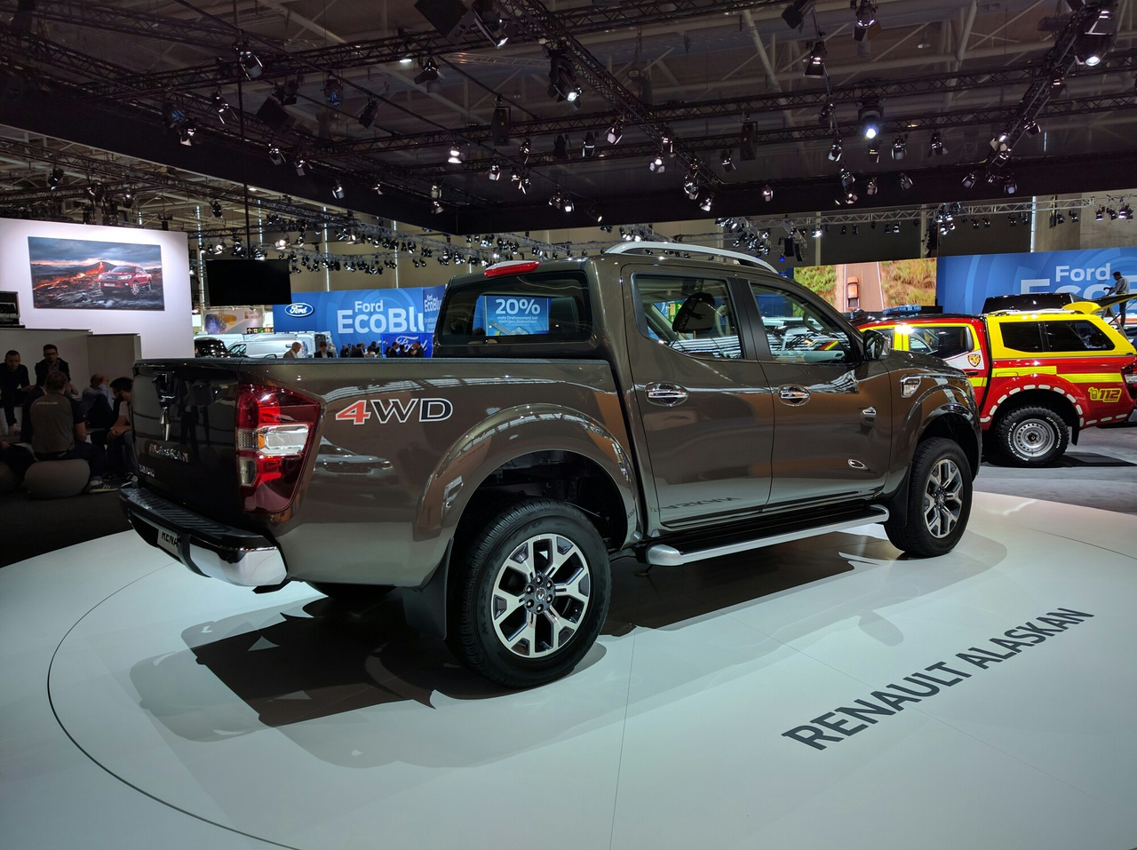 Renault презентовал серийный пикап Alaskan 2