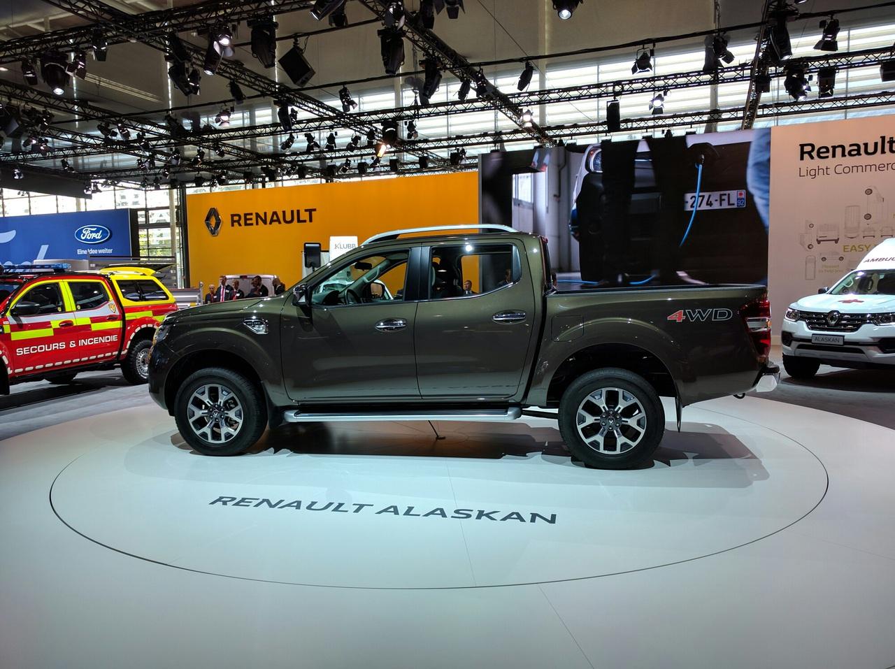 Renault презентовал серийный пикап Alaskan 3