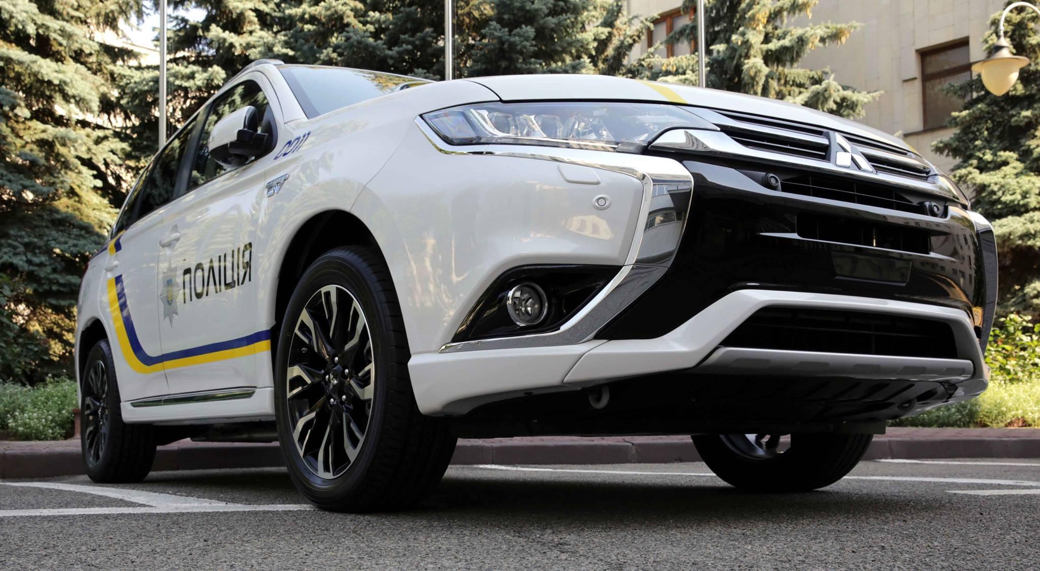 Полицейские страны получат 651 гибрид Mitsubishi Оutlander PHEV 1