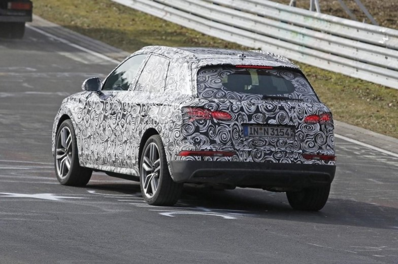 Audi приступила к тестированию нового Q5 2