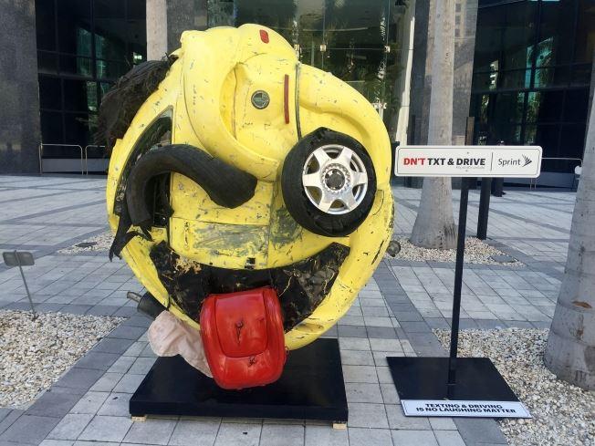Как креативно высмеяли водителей, использующих мобильные за рулем 1