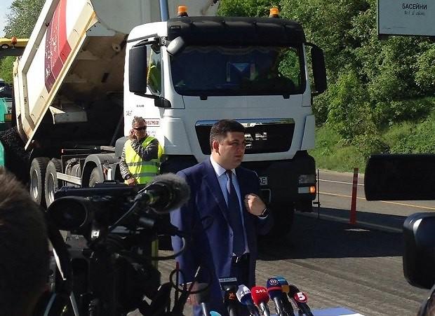 Премьер-министр уточнил, что на ремонт дорог денег все же не хватает 1