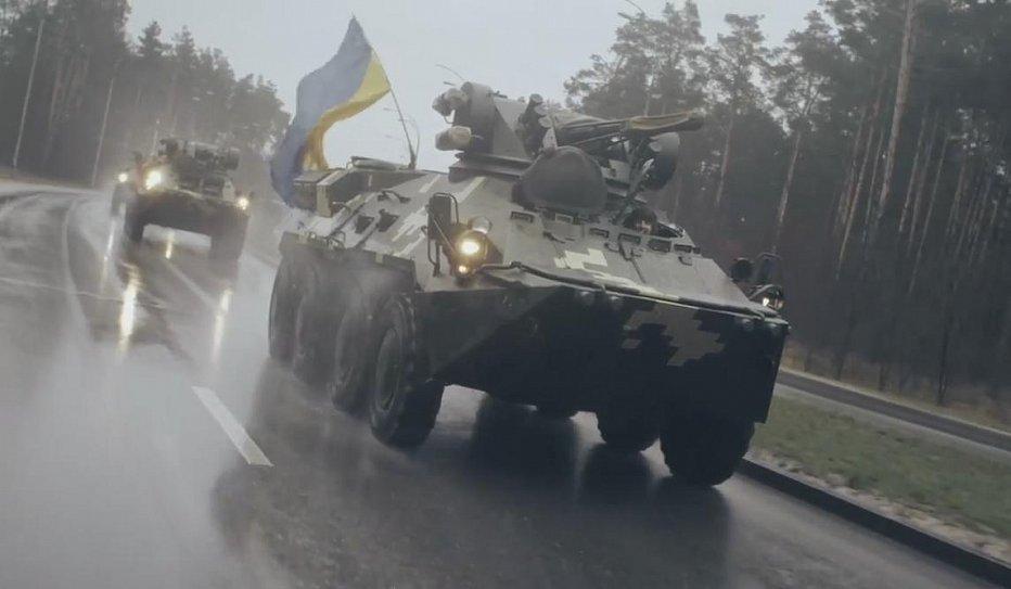 В Сети набирает популярность видео с украинскими БТР-ами 1