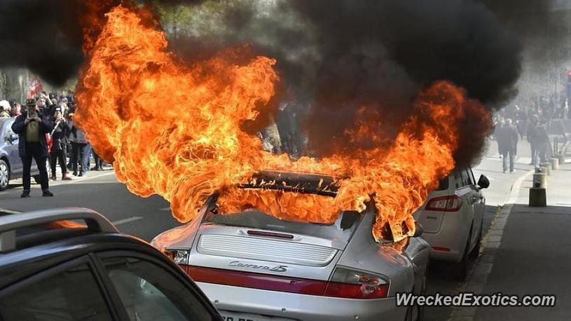 «Богатые тоже бьются»: фото элитных авто после «дорожной неудачи» 2