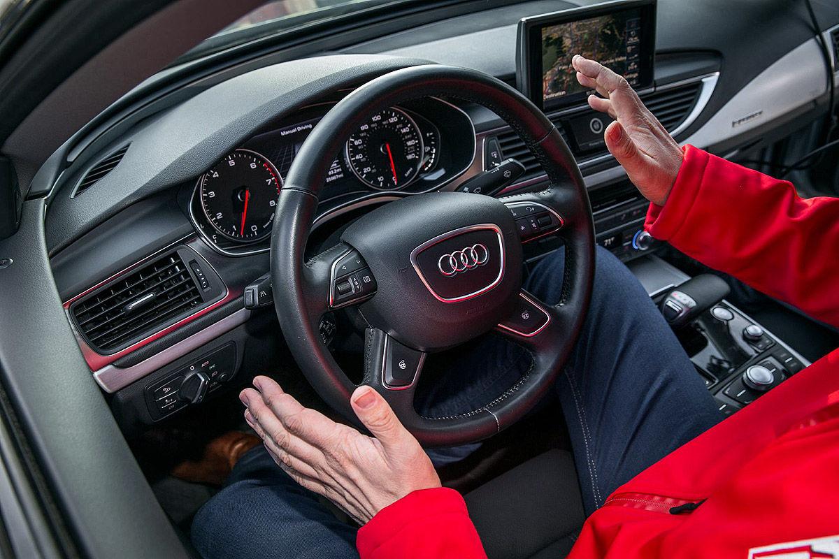 Audi A7 оснащенный автопилотом, «научился» маневрировать между авто 2